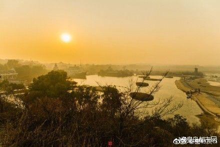 秦皇岛北戴河 这里的海水很干净 沙子很细腻