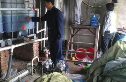 秦皇岛:黑窝点制售假冒洗衣液被端